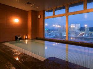 草のホテル:【9F展望大浴場-男性専用-】見晴らし抜群!夜は夜景、朝は清々しい朝日を眺めながらリラックス♪