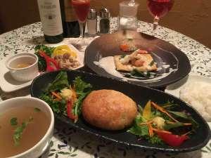プライベートハウス アースウインド:ご夕食はお部屋食!ワゴンでお部屋へお運びします