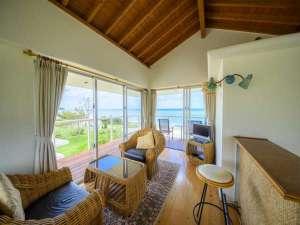 Keiki Beach House and Cafe:ベイメゾネットデラックス客室のリビングからの眺望
