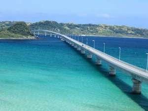 【角島大橋】ホテルより車で約40分。エメラルドグリーンの海に架かる橋を渡って・・・☆
