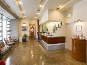 ターミナルホテル東予:ホテルフロントは2階です。満ち足りたひと時をお約束いたします。