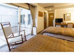 ターミナルホテル東予:当ホテル2部屋のみのプライベートテラス付き、バストイレセパレートタイプのツインルーム