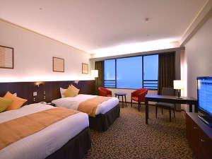 熱海温泉 ホテルニューアカオ ロイヤルウイング:【ロイヤルルーム】全室オーシャンビューの客室。空間を贅沢に使用