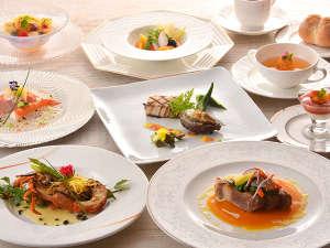 熱海温泉 ホテルニューアカオ ロイヤルウイング:【熱海フレンチ】伊豆らしい素材を使った、目にも鮮やかなお料理です