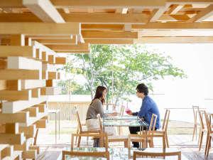 熱海温泉 ホテルニューアカオ ロイヤルウイング:【COEDA HOUSE】アカオハーブ&ローズガーデンに隈研吾氏が設計を手掛ける絶景カフェが登場