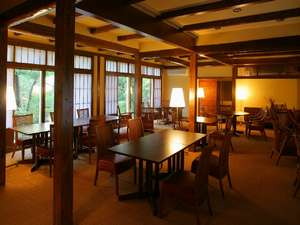 金沢辰口温泉たがわ龍泉閣 北陸最大級の星空露天:木造りのモダンな椅子・テーブル席ダイニング「源助茶屋」で北陸の旬を召し上がれ♪