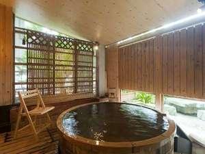金沢辰口温泉たがわ龍泉閣 北陸最大級の星空露天:「吉祥亭特別室」の露天風呂