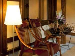 金沢辰口温泉たがわ龍泉閣 北陸最大級の星空露天:源助茶屋の前室。心地よい椅子。