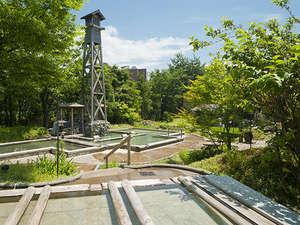 金沢辰口温泉たがわ龍泉閣 北陸最大級の星空露天:新緑が気持ちいい混浴露店「田んぼの湯」!専用着衣でどなたでも安心してお入りいただけます。