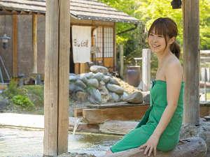 金沢辰口温泉たがわ龍泉閣 北陸最大級の星空露天:湯あみ着着用で入る混浴大露天は女性でも安心。ゆっくり温泉を楽しんで!