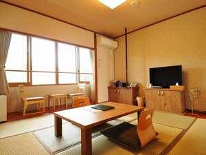 温泉旅館 やまなみ :8畳プラス縁付のスッキリとした和室