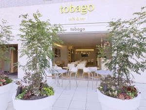 ホテルプラム (HOTEL PLUMM) 横浜:【カフェ外観】ペットOK、喫煙も可能なテラス席は緑も豊かでゆっくり寛げます。