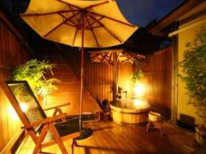 湯煙ただよう和の宿 しんきや旅館:檜の露天風呂 夜空をながめなら・・・