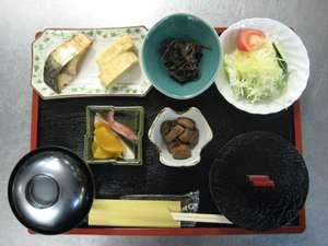 夜久野高原温泉 やくの荘:ある日の朝食です黒豆豆腐が付きます