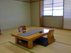 夜久野高原温泉 やくの荘:ゆったりとした和室で、癒してください。