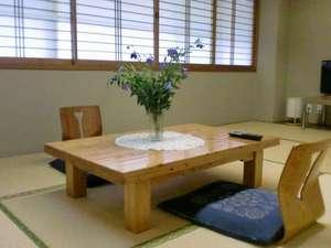 夜久野高原温泉 やくの荘:ゆったりとした和室です3名様まで宿泊OK