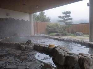 夜久野高原温泉 やくの荘:冬の醍醐味湯煙の中の岩風呂