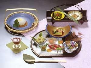 旅館 みやま:季節感と心尽くしの会席料理(一例)