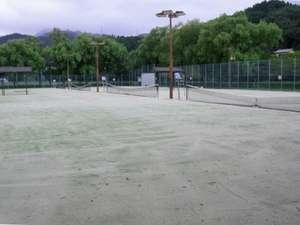 綾 てるはの森の宿:テニスコート(オムニ、ナイター設備完備)