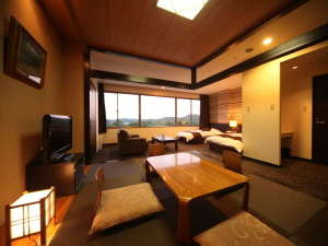 九十九島ベイサイドホテル&リゾートフラッグス:<部屋>和洋室 セミスイート (48㎡)広い窓から降り注ぐ太陽の光が心地よい客室です。
