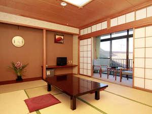 料理旅館 季(とき)と海の恵み 紅葉屋:落ち着く和室は、心地がいいものです。