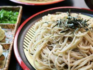 料理旅館 季(とき)と海の恵み 紅葉屋:歯ごたえがあって喉越しのよいお蕎麦です。