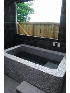 ペットと泊まる屋島の宿 桃太郎:むかしむかし・どんぶらこ専用のお風呂です