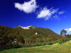 ニセコ五色温泉旅館:【周辺景色】大自然に囲まれた雄大な景色