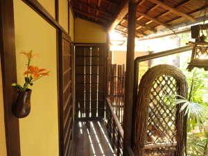 太鼓屋 別邸:中庭廊下