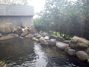 森と湖の里 千貫石温泉 湯元東館:*露天風呂/天候が良ければ星空を眺めながらご入浴も♪