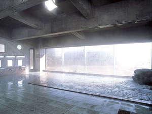 森と湖の里 千貫石温泉 湯元東館:☆大浴場/たっぷり湯量の温泉に浸かって心身ほぐすひと時を☆