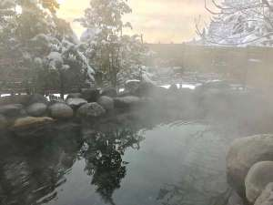 森と湖の里 千貫石温泉 湯元東館:☆冬の露天風呂☆ 雪見風呂はいかがですか?