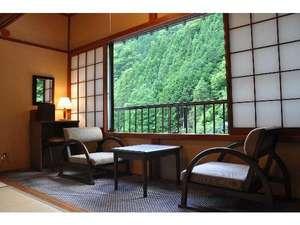 湯心の宿 旅館いちかわ:【かつら】窓際に座って川音を楽しみながらゆっくりと過ごすもいいですよ!