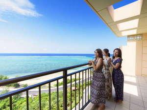 カフー リゾート フチャク コンド・ホテル:平均で70平米の広さを誇る客室には全室バルコニー付き 正面には美しい西海岸の海が広がります