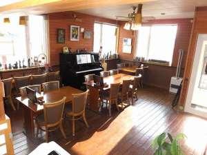 ゲストハウス日進:別棟のレストランの室内