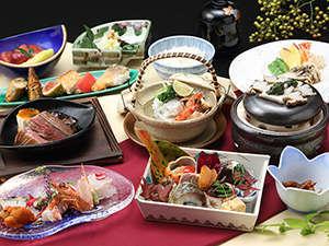 新近江別館:新鮮な素材と四季折々の旬の味覚を盛り込んだアイデア満載の懐石料理をごゆっくりとお召し上がりください。