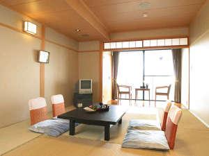 新近江別館:落ち着いた和室のお部屋で、季節ごとにその趣をかえる、瀬田川の風情をお楽しみ下さい(川側のお部屋)