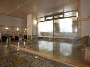 会津芦ノ牧温泉 不動館 小谷の湯:檜の香りとぬくもりが感じられるお風呂です。