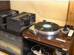 会津芦ノ牧温泉 不動館 小谷の湯:ご自由にレコードをお聞きいただけます