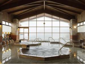 熱川ハイツ:【檜大浴場】露天風呂、サウナ、ジェットバス等9種類の浴槽があり、屋外にも歩行湯・足湯がございます。