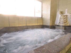 いまい旅館:厨(くりや)温泉を引いている浴室。気泡風呂なのでよく温まります。