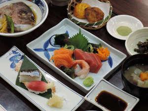 八田温泉 湧暇李の里 樹園:*夕食一例/季節の食材はもちろんの事、地産食材をご賞味ください。