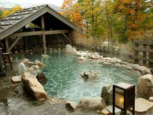 湯宿 季の庭(ときのにわ):【季の湯】「葉隠れの湯」露天風呂(秋風景)