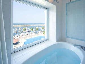和歌山マリーナシティホテル:【青い空と青い海。そしてヨットハーバーを一望】※オーシャンビューバス・バルコニールーム