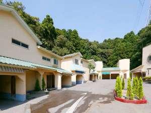 素泊りの宿 Roadside HOTEL カリブ:カリブ各棟を望む