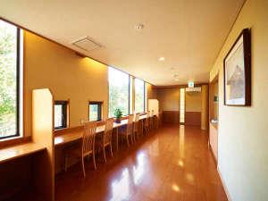 温泉ホテル強羅館:*【館内(一例)】ロビーからは、強羅の自然が一望出来ます。