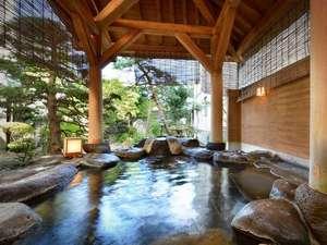 赤湯温泉 丹泉ホテル:春から秋は御庭、冬は雪見が楽しめる露天風呂