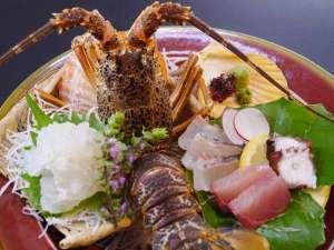 乳白の湯と四季のお料理 湯治のお宿 雲仙富貴屋:イセエビ まるまる一尾 お造り