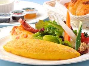 ロイヤルパークホテル:シェフズダイニング「シンフォニー」の朝食ブッフェは、シェフが目の前で作るオムレツが人気!