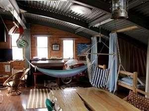 tourist trophy house:男性用相部屋~ハンモックに暖炉~みんなでのんびり語らいましょう♪